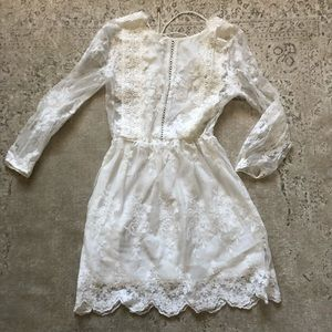 NWT White Lace Dress. Gorgeous Detailing. SZ small
